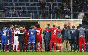 Jugadores del Bayern Munich y el Hoffenheim se unieron para detener los insultos. (Foto: EFE)