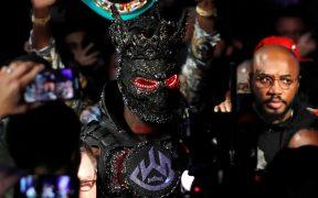 Deontay Wilder llegó a la pelea contra Fury con un traje muy pesado. (Foto: EFE)