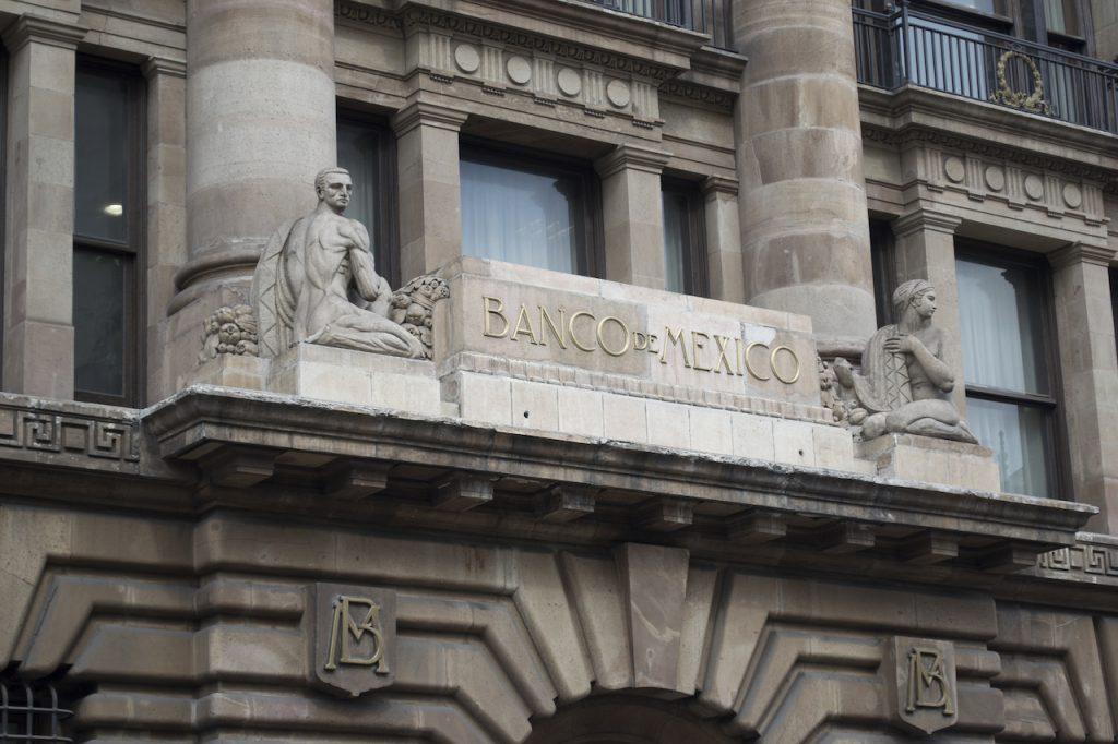 Banxico advierte sobre nuevos retos para la recuperación económica