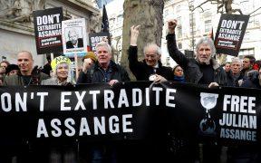 assange-protesta-londre