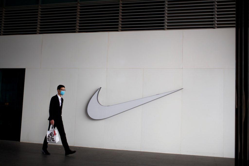 Nike cerrará tiendas por coronavirus