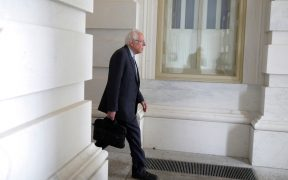 Sanders reevalúa su campaña ante creciente ventaja de Biden