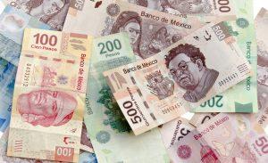 Peso-bolsa-México-caen-tras-rebaja-S&P-cierra-en-23-46-por-dólar