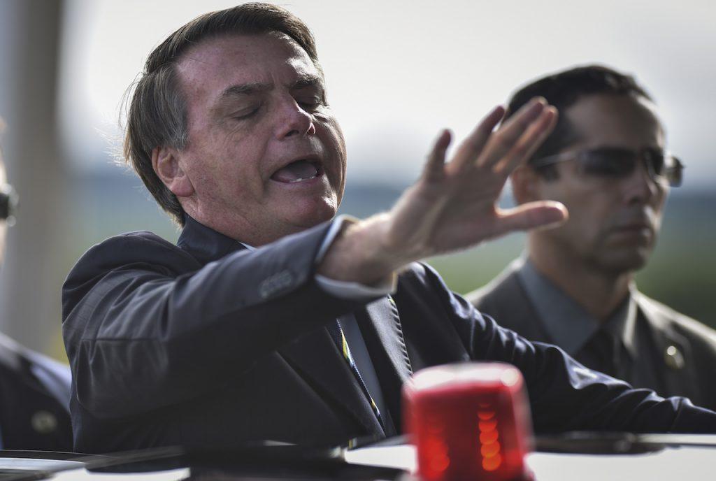 """Bolsonaro advierte sobre posible """"injerencia externa"""" en elección de EU"""