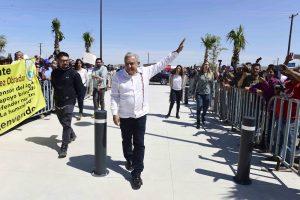 AMLO afirma que sí le tomaron la temperatura en aeropuerto de Tijuana