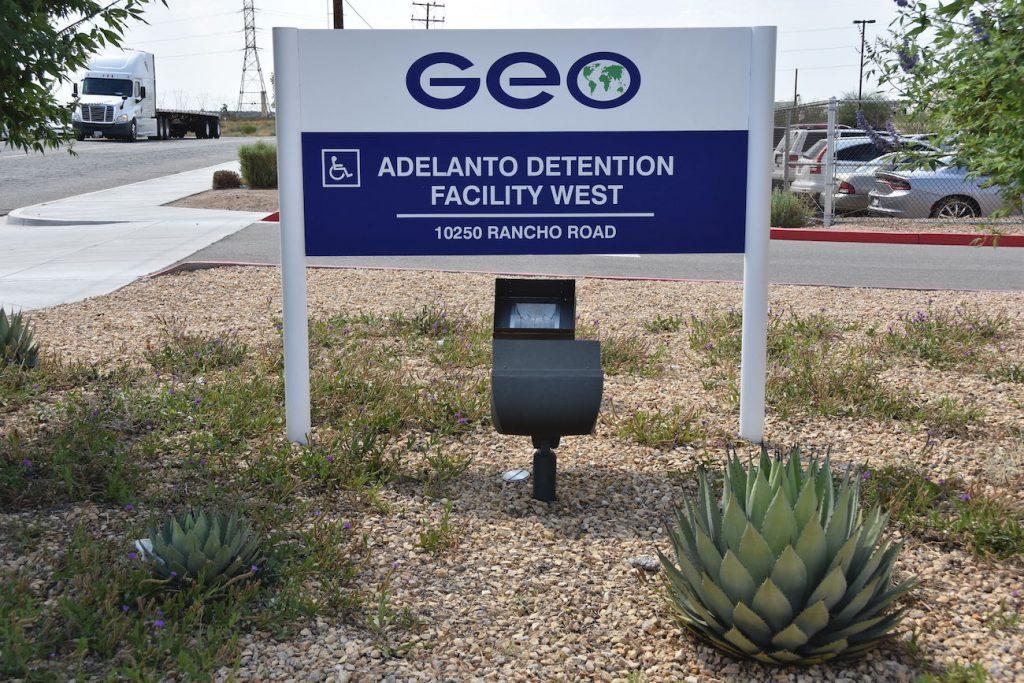 Legisladores hispanos piden pago remoto de fianzas de migrantes