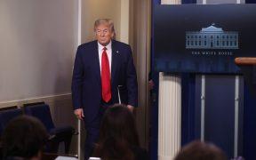 Trump espera que Congreso apruebe plan de apoyo económico el martes