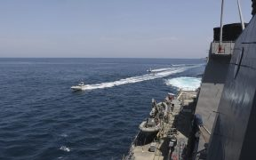 trump-ordeno-destruir-buques-iranies-hostiguen-barcos-estadounidenses
