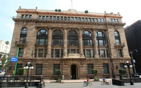 Banxico pide preservar autonomía y sistema financiero ante reforma