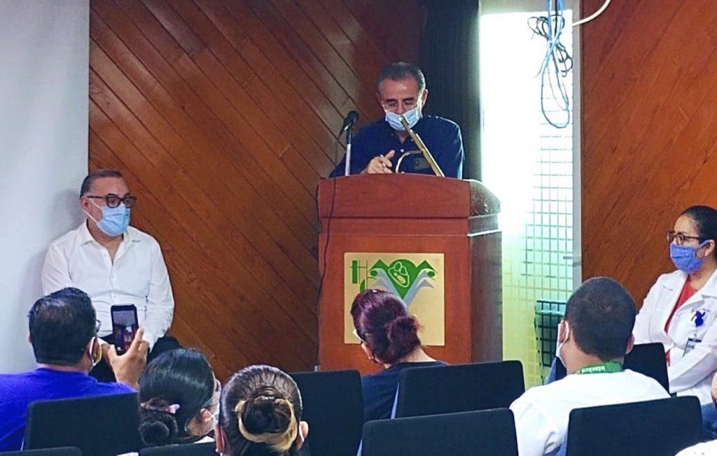 Tras protesta en Hospital General La Raza, directivos del IMSS se reúnen con médicos