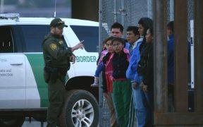 Juez ordena suspender orden de Biden para frenar deportaciones