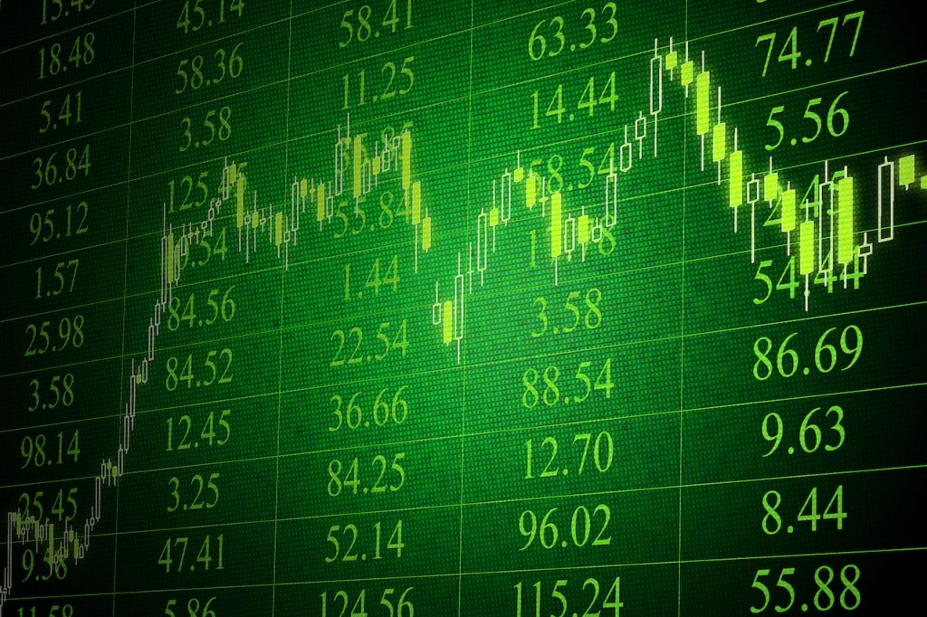 La BMV gana al cierre; el peso se fortalece y cotiza en 20.66 por dólar