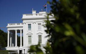 El coronavirus se esparce por la Casa Blanca; funcionarios prefieren no ir