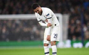 Dele Alli se duele durante un partido con el Tottenham. (Foto: EFE)