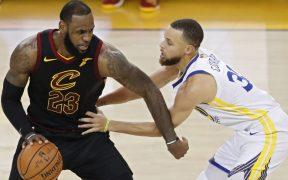 LeBron James y Stephen Curry no recibirán, por ahora, recorte a sus salarios. (Foto: EFE)