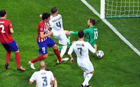 Sergio Ramos (4) marca el 1-0 para el Real Madrid en la final de la Champions de 2016. (Foto: EFE)