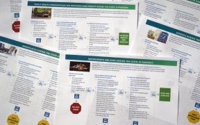 Los CDC emiten guías sobre como reabrir escuelas, tránsito y lugares de trabajo