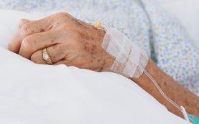 mayoria-adultos-mayores-covid19-ventilador-no-sobrevive