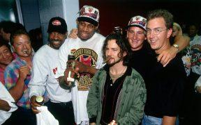 Eddie Vedder, líder de Pearl Jam, es buen amigo de Dennis Rodman. (Foto: Twitter)
