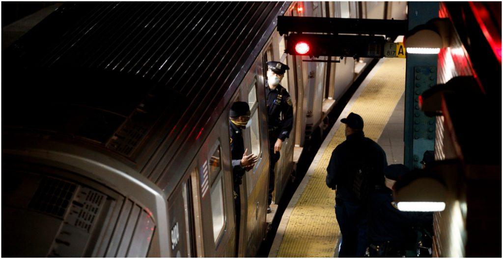 Nueva York extiende programa piloto de vacunas en cuatro estaciones del metro de la ciudad