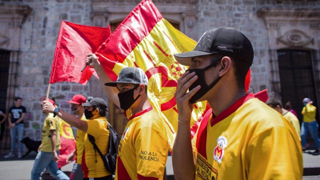 Aficionados protestaron en calles de Morelia para exigir que Monarcas cambie de sede. (Foto: Mexsport)