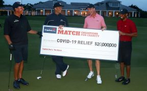 Mickelson, Brady, Manning y Woods recolectaron 20 millones de dólares con 'The Match'. (Foto: EFE)
