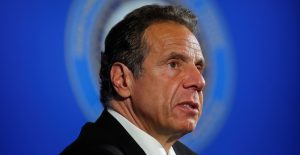 """Gobernador de Nueva York reconoce comportamiento interpretado como """"coqueteo no deseado"""""""