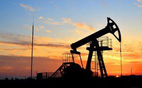 Atacan instalaciones petroleras de Arabia Saudita; precio del Brent se dispara a 70 dólares