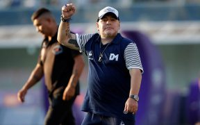 Diego Armando Maradona amplió su acuerdo con Gimnasia hasta 2021. (Foto: EFE)