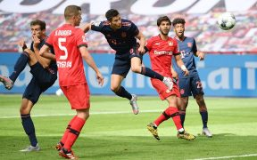 Robert Lewandowski marca el cuarto gol del Bayern ante Leverkusen. (Foto: EFE)