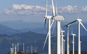 juez-otorga-suspension-provisional-contra-aumento-tarifas-energias-renovables-cfe