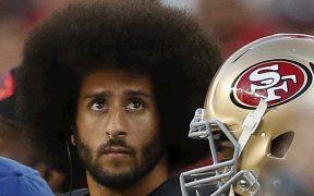 Colin Kaepernick podría volver a la NFL, tras su salida de San Francisco. (Foto: EFE)
