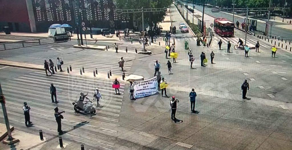 protestan-maestros-paseo-reforma-piden-asignacion-plazas