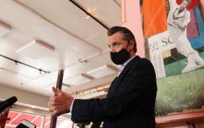 California ordena el uso de cubrebocas en la mayoría de los espacios públicos