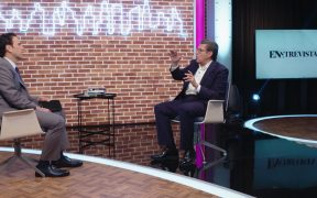 Carlos Loret conversa con Ricardo Monreal