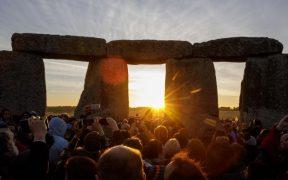 hoy-llega-verano-lo-puedes-ver-desde-stonehenge
