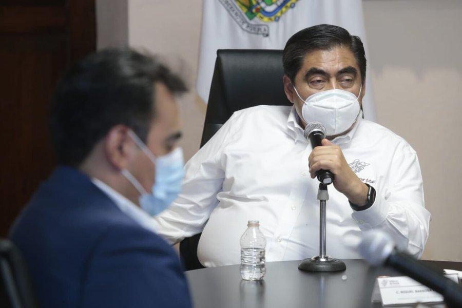 El gobernador de Puebla, Miguel Barbosa, llamó a la población a volverse a confinar. Foto: Twitter