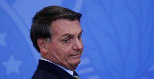 Bolsonaro deberá usar un cubrebocas en público o pagar multa