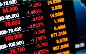 BMV se mantiene en rojo tras caída del lunes; dólar baja a 20.83 pesos