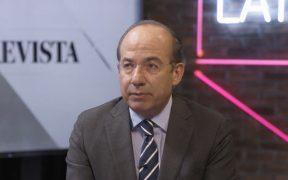 Felipe Calderón conversa con Loret