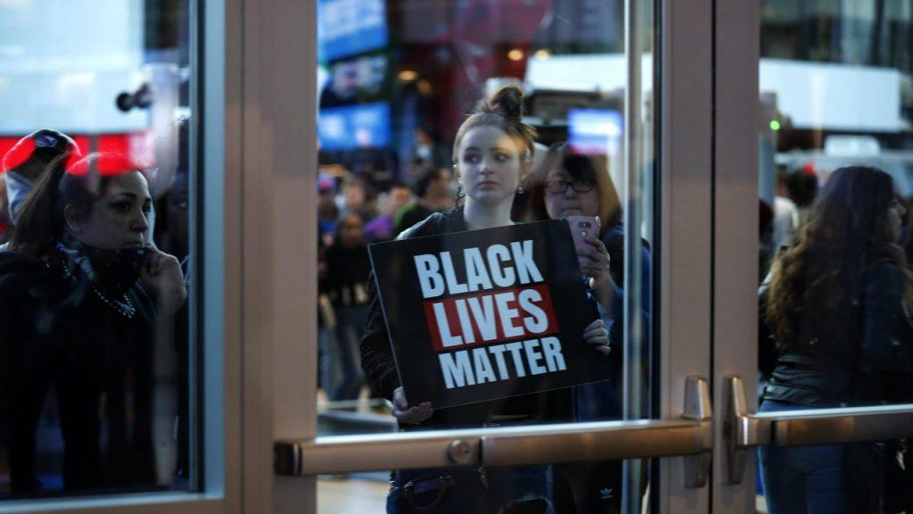 El movimiento 'Black Lives Matter' tendrá cabida en las duelas de la NBA. (Foto: EFE)