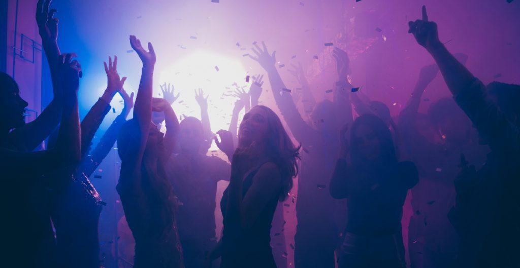 universitarios-alabama-hacen-fiestas-covid-para-contagiarse-dinero