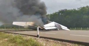 Aeronave incendiada en Quintana Roo venía de América del Sur; aseguran 390 kilos de cocaína