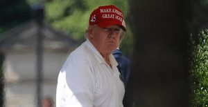 Trump critica a NASCAR por prohibir banderas confederadas