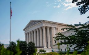 Corte Suprema de EU determina que Colegio Electoral debe votar por candidato ganador en el estado