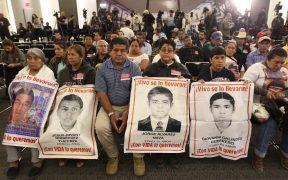 Familiares de los 43 normalistas desaparecidos de Ayotzinapa