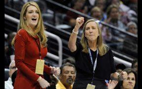Kelly Loeffler es senadora y copropietaria del equipo Atlanta Dream.