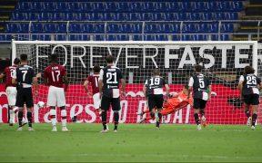 Ibrahimovic marcó de penalti ante Juventus, para una remontada épica. (Foto: EFE)