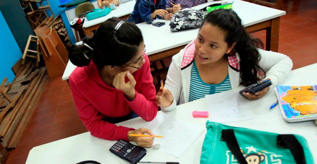 EU facilita cambio de estatus a estudiantes con visas F-1