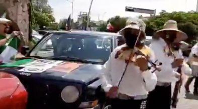 Hasta con mariachi, realizan cuarta caravana antiAMLO